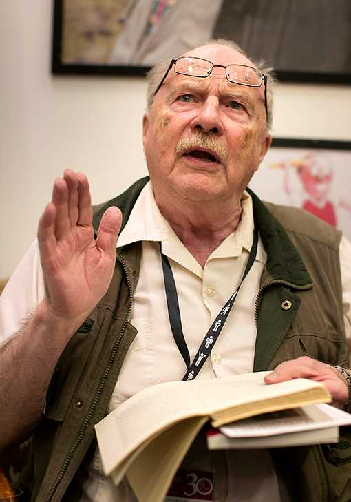 """""""Föraktar bögar""""  Författaren och debattören Jan Myrdals (född 1927) uttalade eller misstänkta förakt för homosexuella gör honom omöjlig i unga radikala kretsar skriver Erik Wijk."""