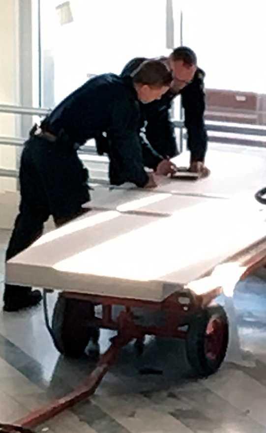 Polisen tog hand om mannens tillhörigheter.