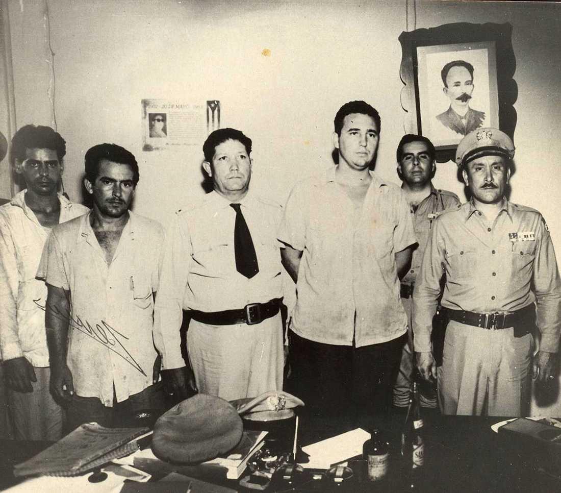 Garnisonen Moncada utanför Santiago de Cuba angreps av Fidel Castro med anhängare den 26 juli 1953. Det misslyckades och större delen gruppen togs till fånga.