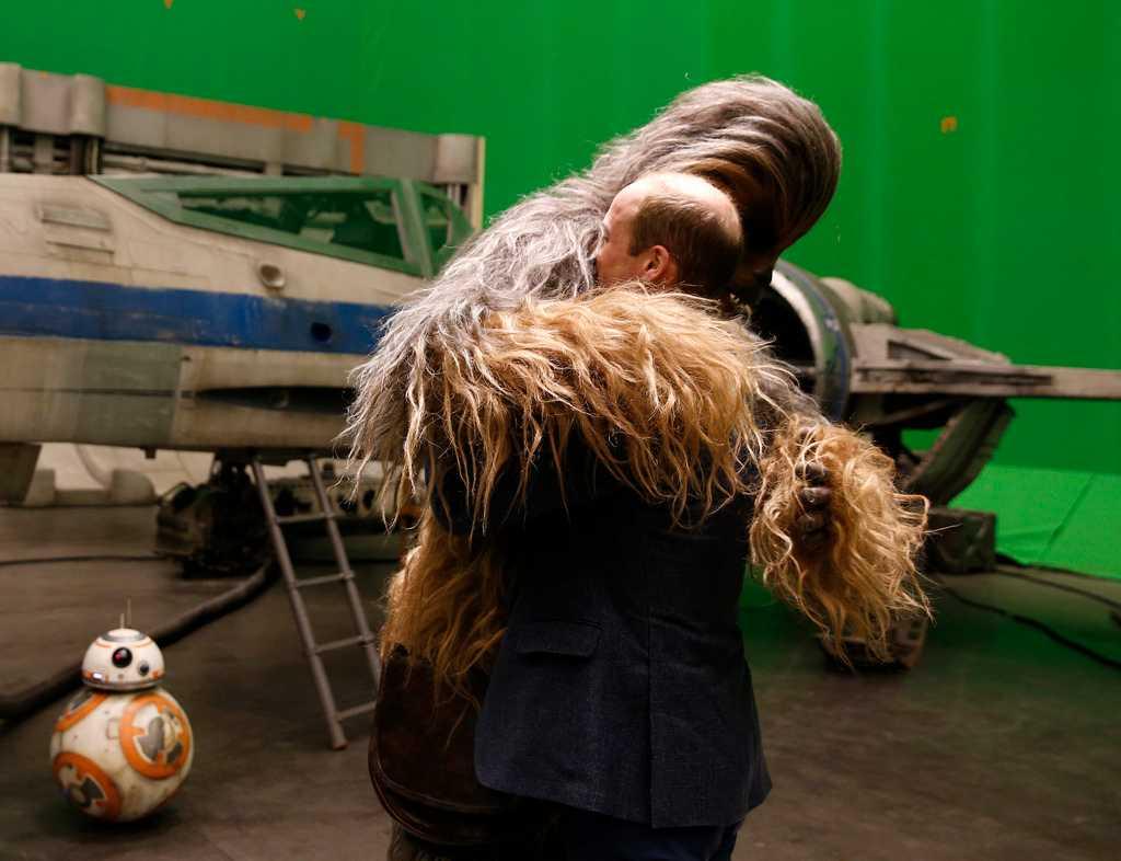 """De brittiska prinsarna William och Harry besökte inspelningen av """"Star wars: Episode VIII""""."""