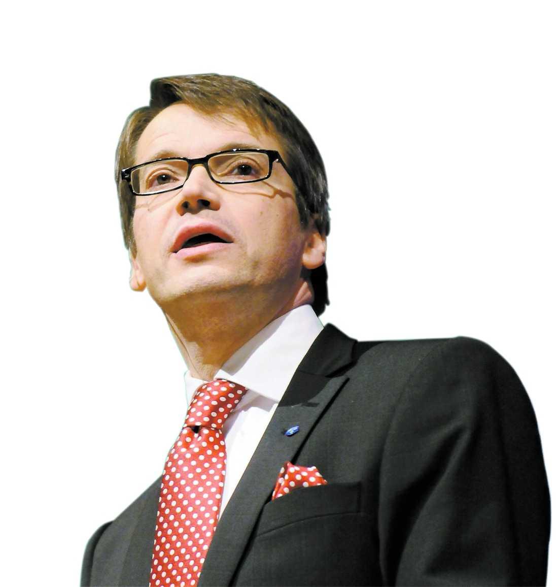 Vill inte Göran Hägglund agerar inte för att skapa nya riktlinjer inom vården. Detta trots att han har stöd av både riksdagen och sjukvården.