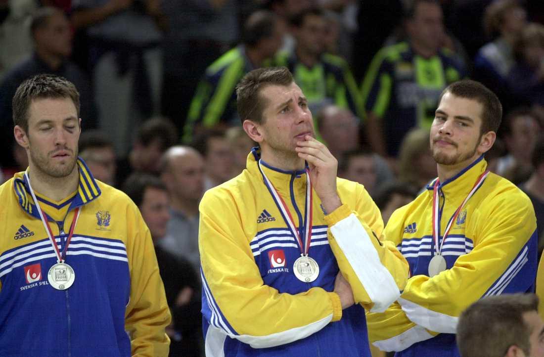 Martin Frändesjö, Magnus Wislander och Niclas Johansson efter VM-silvret 2001.