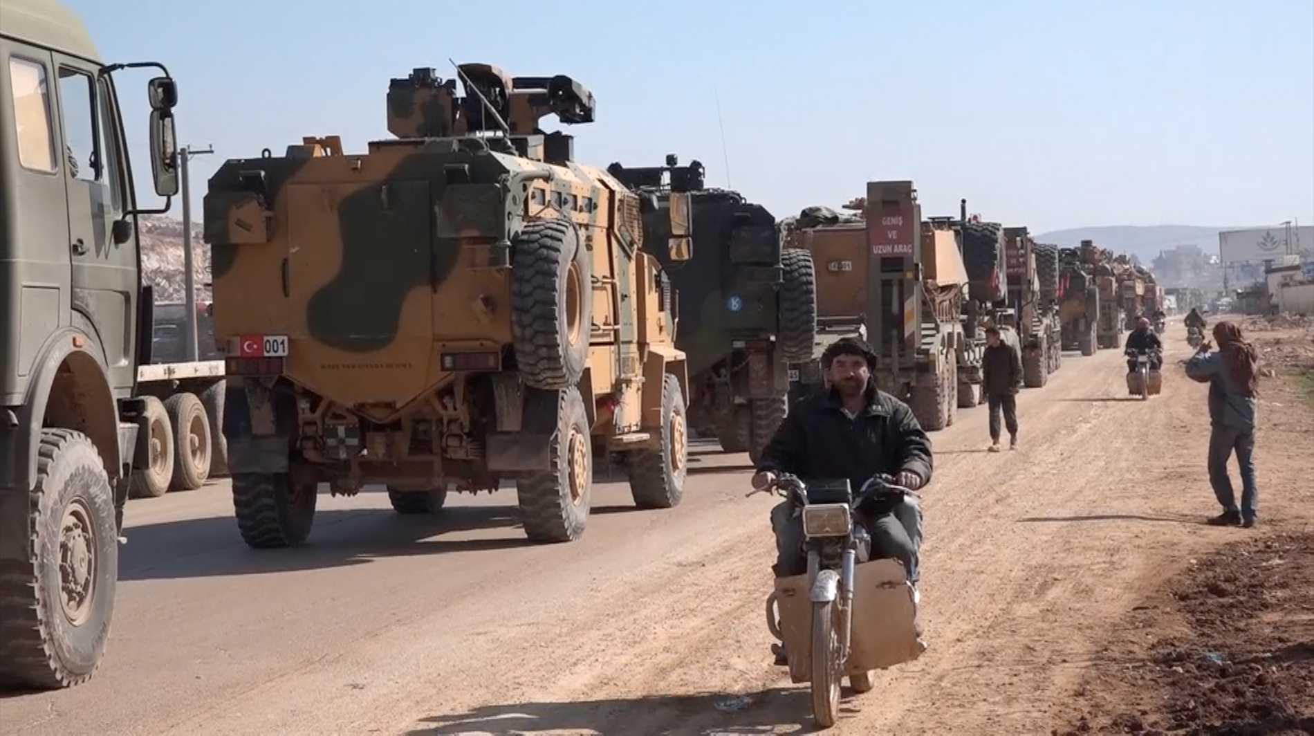 En turkisk militärkonvoj i Idlib under helgen.