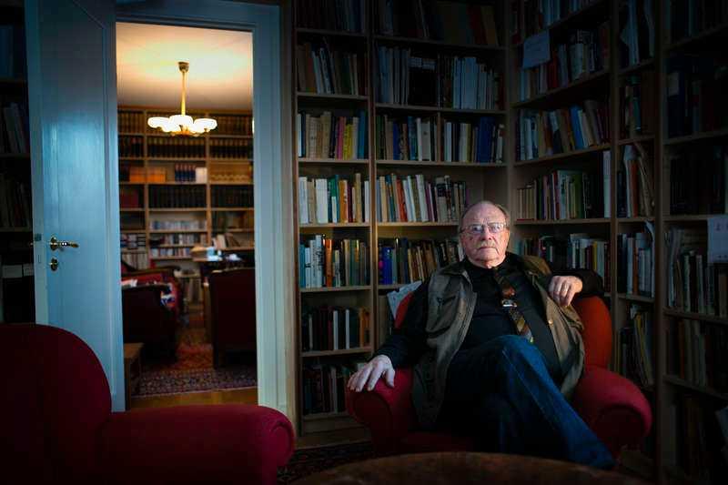 1 060 hyllmeter böcker Exakt hur många titlar Jan Myrdals bibliotek består av vet han inte. Men det är en unik samling.