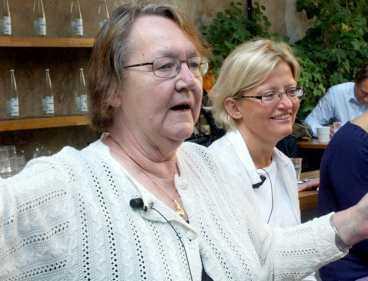 OHELIG ALLIANS 2 I kampanjen står Anna Lindh på samma barrikad som Marit Paulsen - ännu en politiker som går hem hos folket.