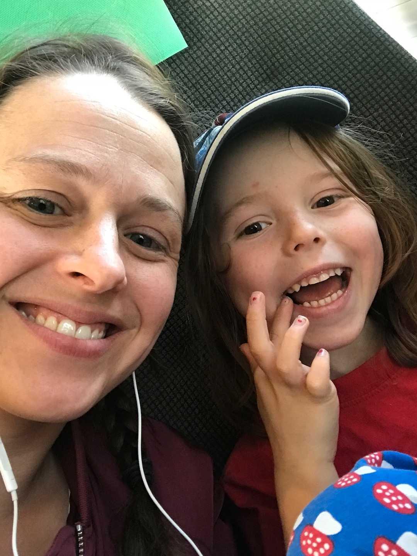 Hanna är mamma till två barn som har autism och hon vet vilken utmaning det kan vara att besöka nöjesparker.