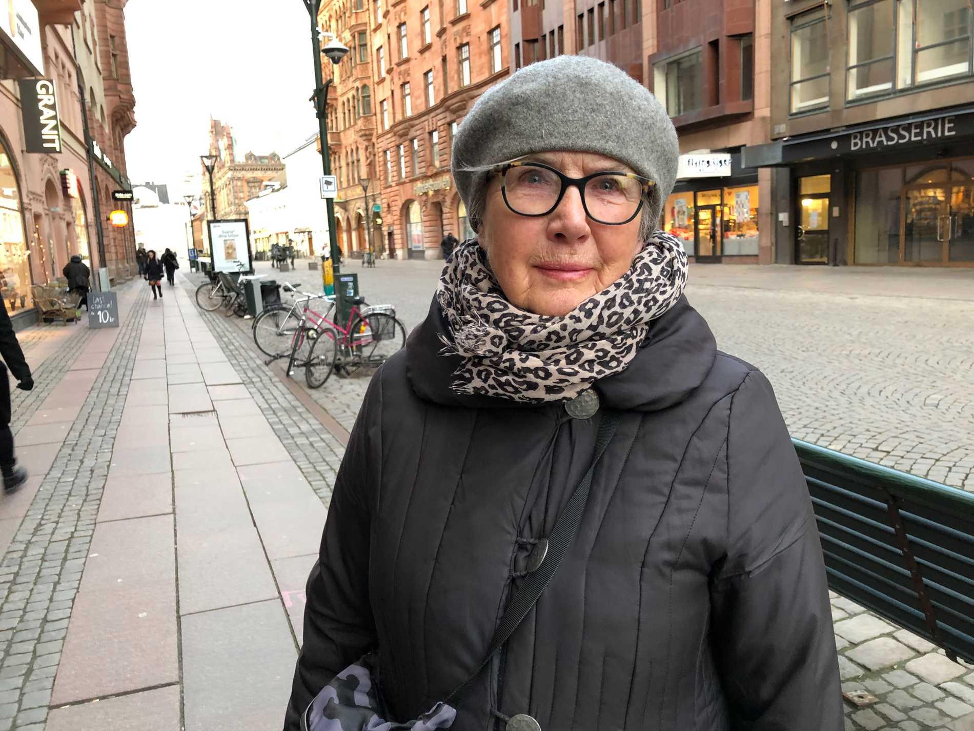 Gun-Britt Gustavsson är en av Malmöborna som anser att man måste visa mer hänsyn åt svanarna.