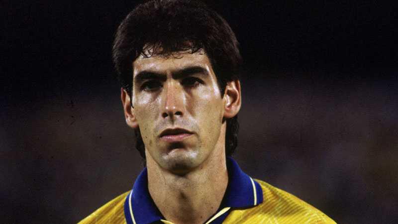 Andrés Escobar (1967-1994) Colombiansk fotbollsspelare. Sköts till döds mitt under VM 1994 i USA. Mordet var en bestraffning för det självmål Escobar olyckligt gjort i matchen mot hemmanationen.