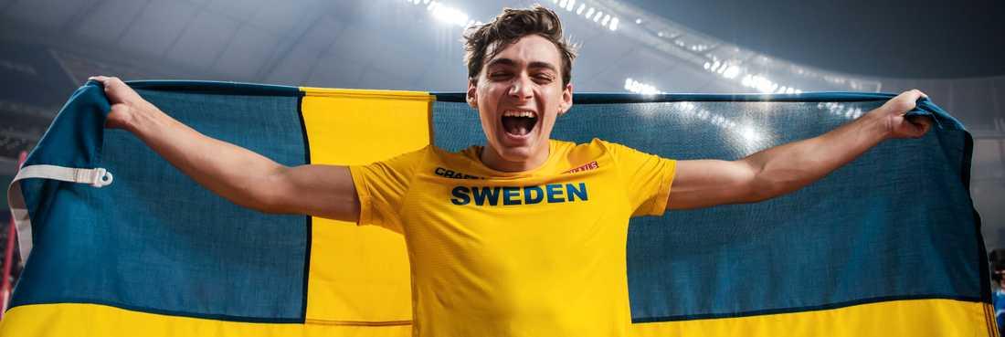 Armand Duplantis har många anledningar att jubla efter VM-silvret.