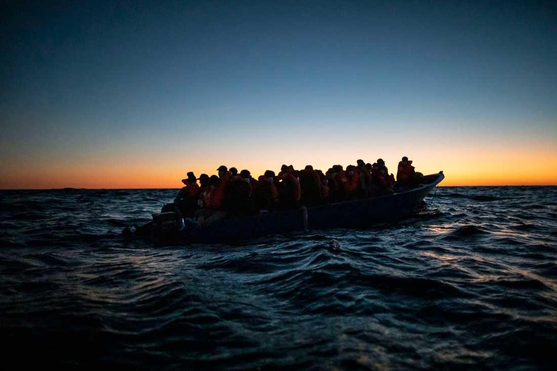 Migranter från Afrika som valt att färdas över Medelhavet i ofta undermåliga båtar. Arkivbild.