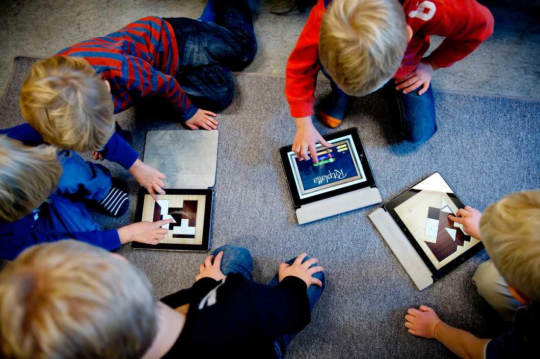 Från och med 1 juli är det obligatoriskt med digitala verktyg i skolan.