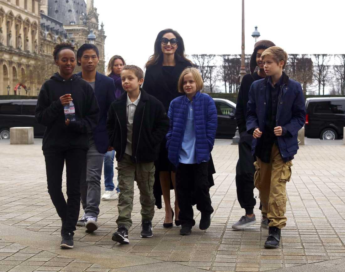 Angelina Jolie med barnen