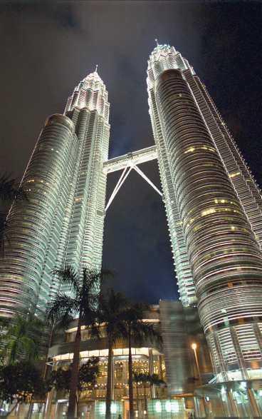 Petronas Towers. De 452 meter höga tvillingtornen var världens högsta fram till i år