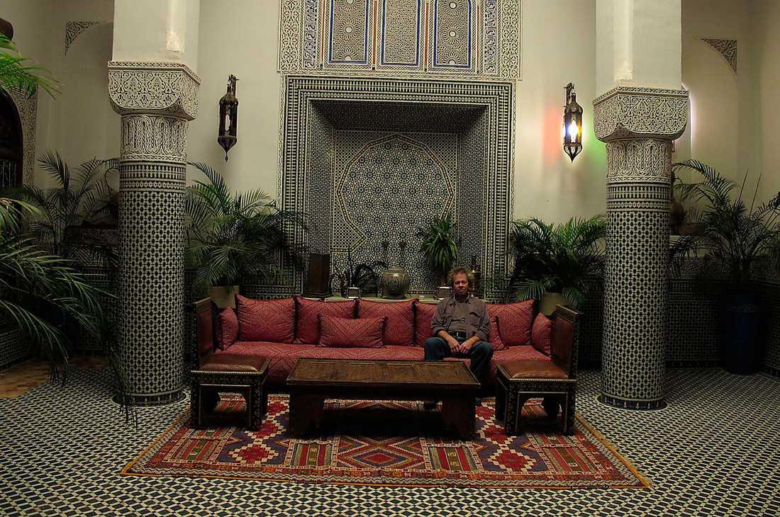 Du kliver in genom en anspråkslös port och kommer rätt in i Tusen och en natt, Riad D'Or i Meknes är en dröm, för knappt 500 kronor natten.