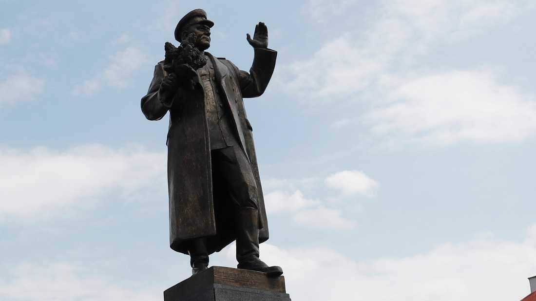 Den omstridda statyn i Tjeckiens huvudstad Prag.
