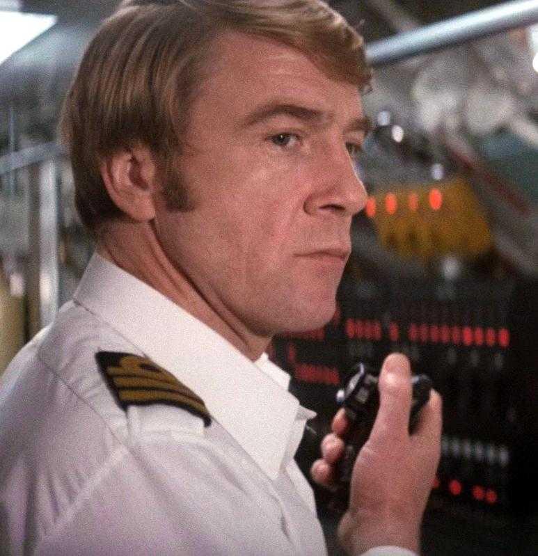 "Bryan Marshall som Commander Talbot i ""Älskade Spion""."