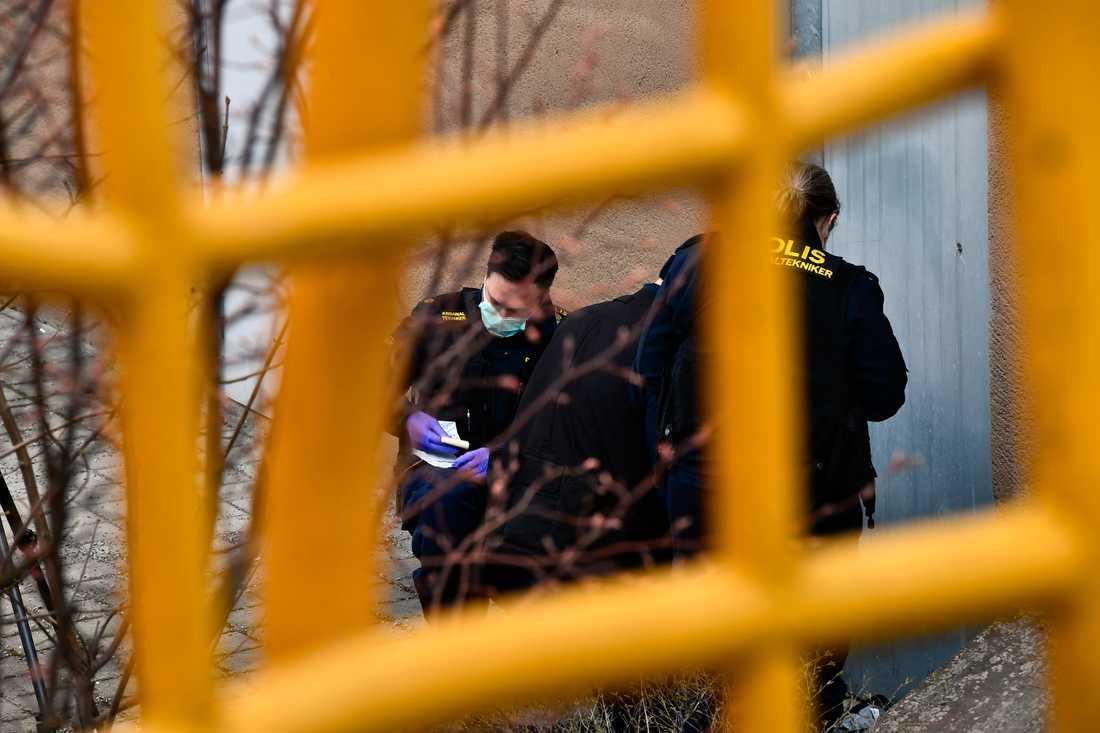 En man har gripits misstänkt för att vara inblandad i mordet på två unga män i Sätra i Stockholm.