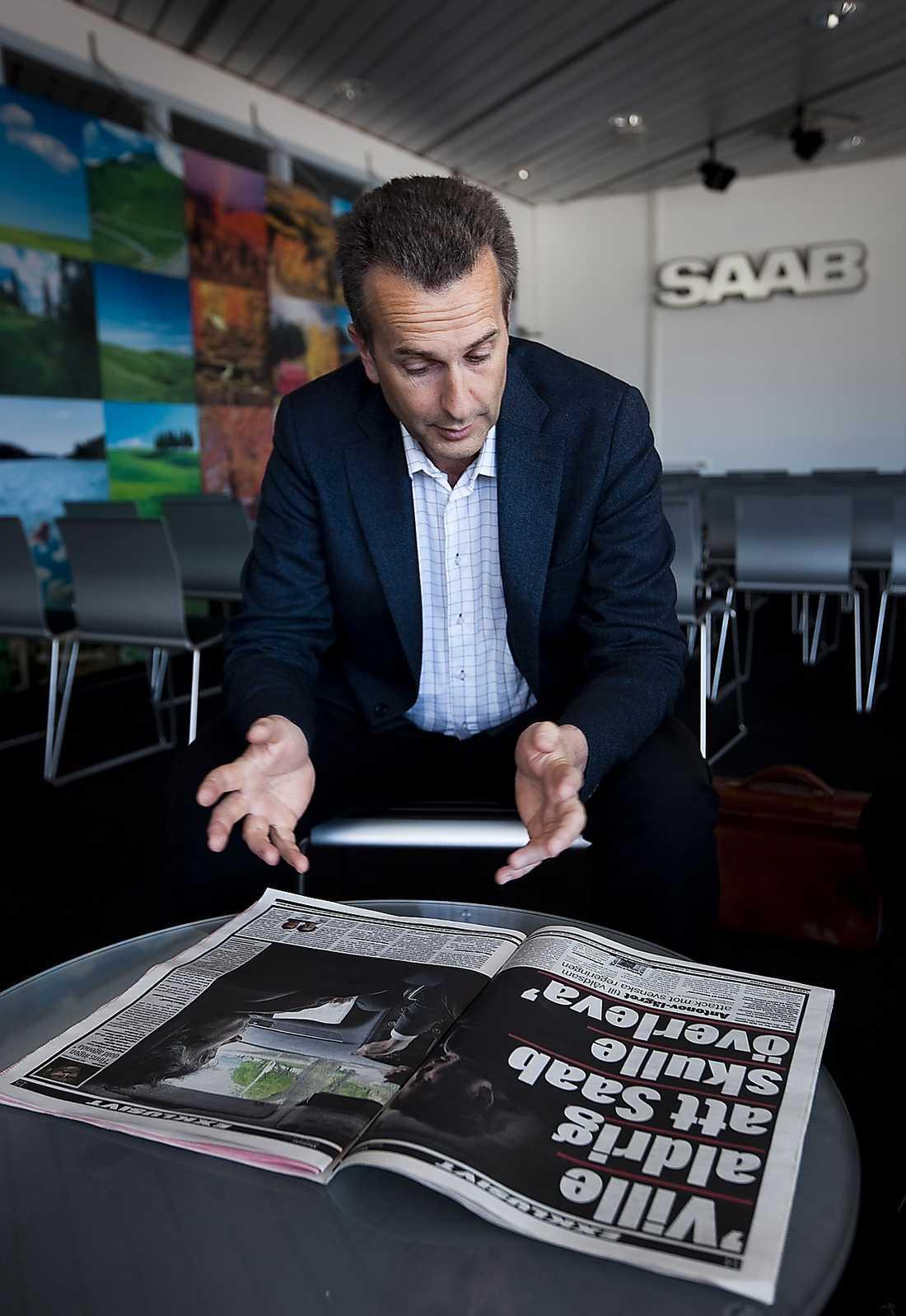 FÖRVÅNAD  Gunnar Brunius, inköps- och produktionsdirektör på Saab, reagerar med förvåning när han läser Carlströms attack.