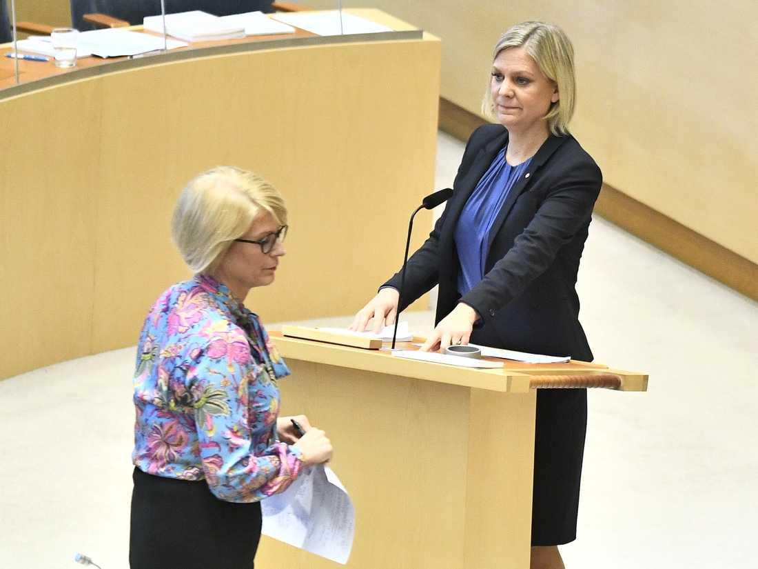 Magdalena Andersson (S) och Elisabeth Svantesson (M).