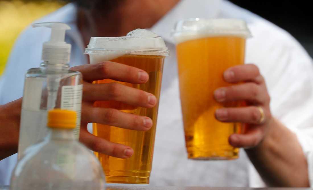 """""""Två öl och lite handsprit, tack."""" Miljoner engelsmän ser fram mot den 4 juli då pubarna öppnar igen efter en historisk nedstängningsperiod."""