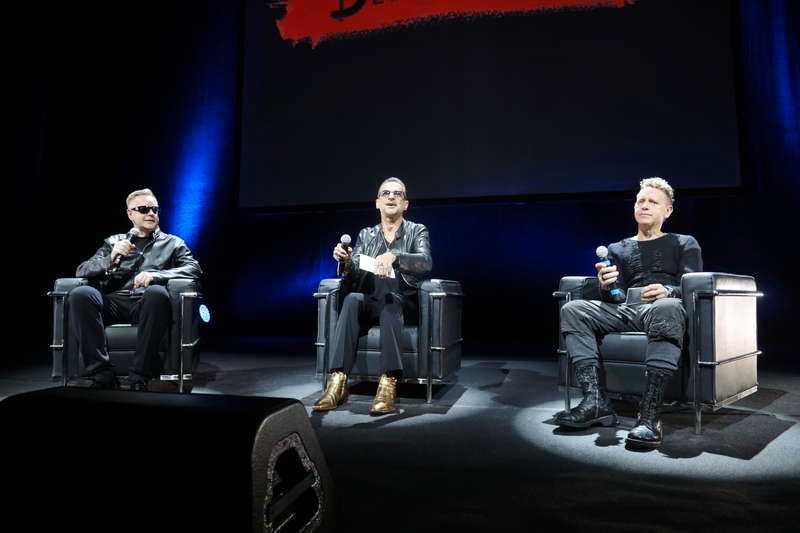 Andy Fletcher, Dave Gahan och Martin Gore tog emot frågor från publiken.