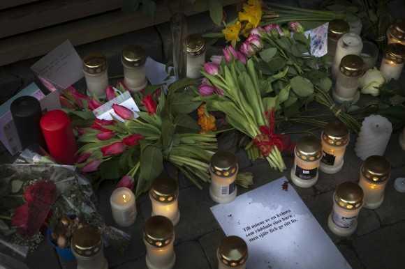 Tvåbarnsmamman dödades med två knivhugg på Lugna gatan i Malmö.