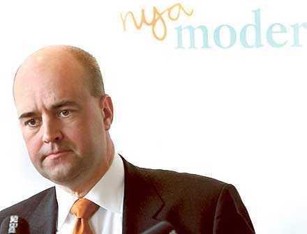 Tar inte ansvar Fredrik Reinfeldts passivitet under de senaste dagarna har tvingat Ulrica Schenström att löpa gatlopp helt ensam. Men detta är inte första gången för Reinfeldt.