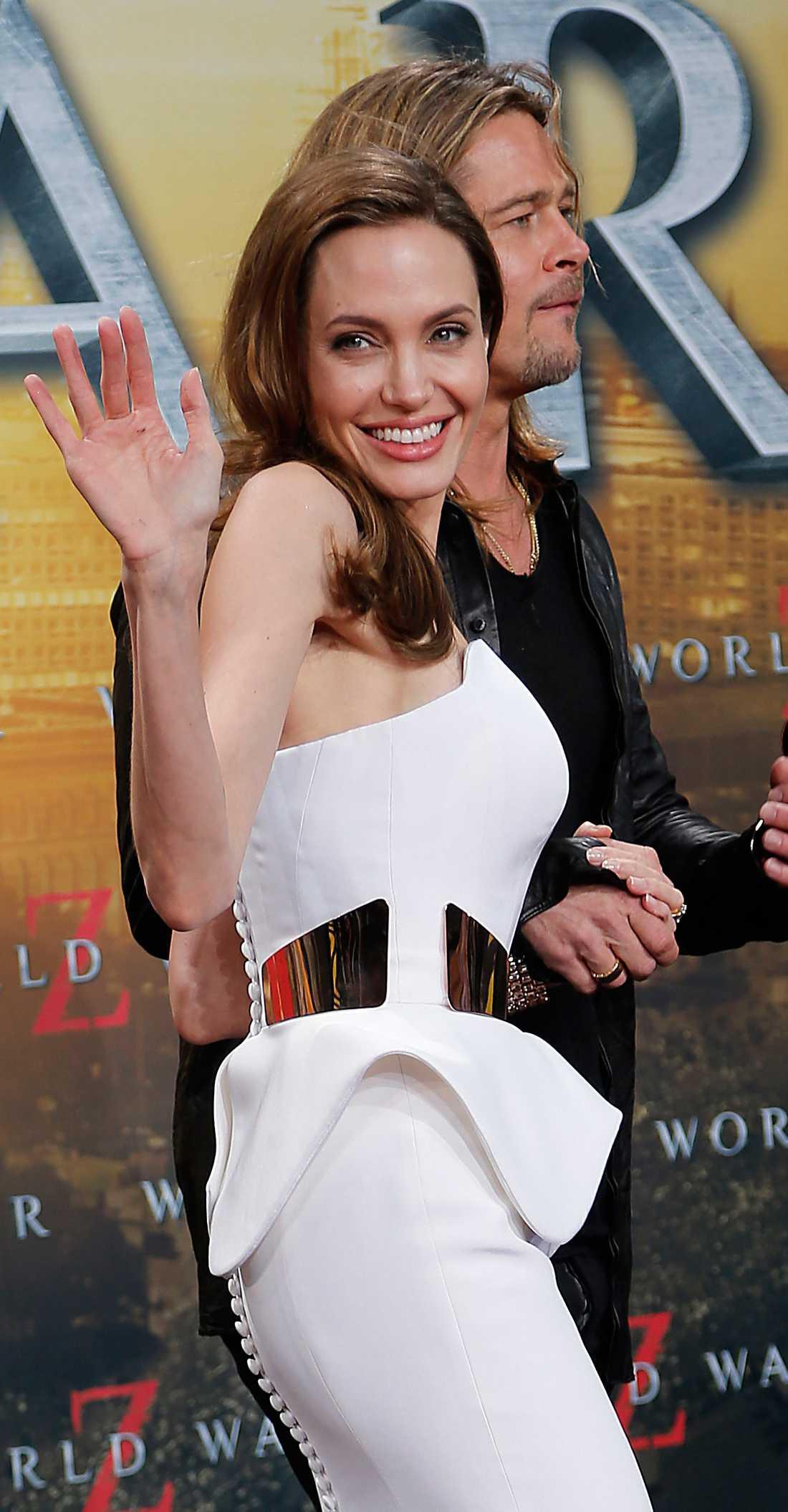 """Superstjärnan Angelina Jolie har opererat bort sina bröst och planerar att ta bort sina äggstockar. """"När jag väl visste att det var min verklighet, beslutade jag mig för att minimera riskerna så mycket jag kunde"""", skriver Angelina i sitt öppna brev."""
