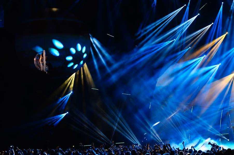 Ariana Grande uppträder på EMA 2014. Arkivbild.