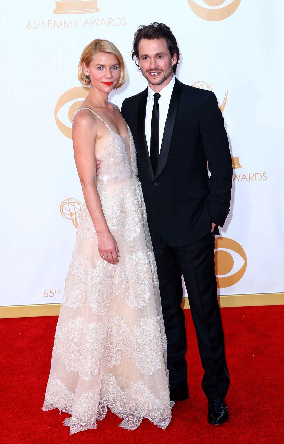 Claire Danes Med maken Hugh Dancy vid sin sida strålade Claire Danes i skir klänning från Armani privé.