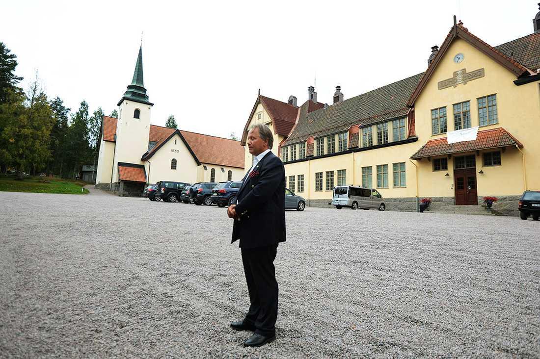 Avskedade rektorn Staffan Hörnberg utanför Lundsbergs skola.