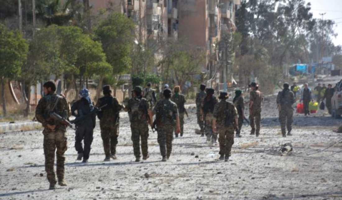 SDF-trupper i Tabqa, på en bild släppt i maj från nyhetsbyrån Hawar News som rapporterar från semisjälvständiga kurdiska områden i Syrien.