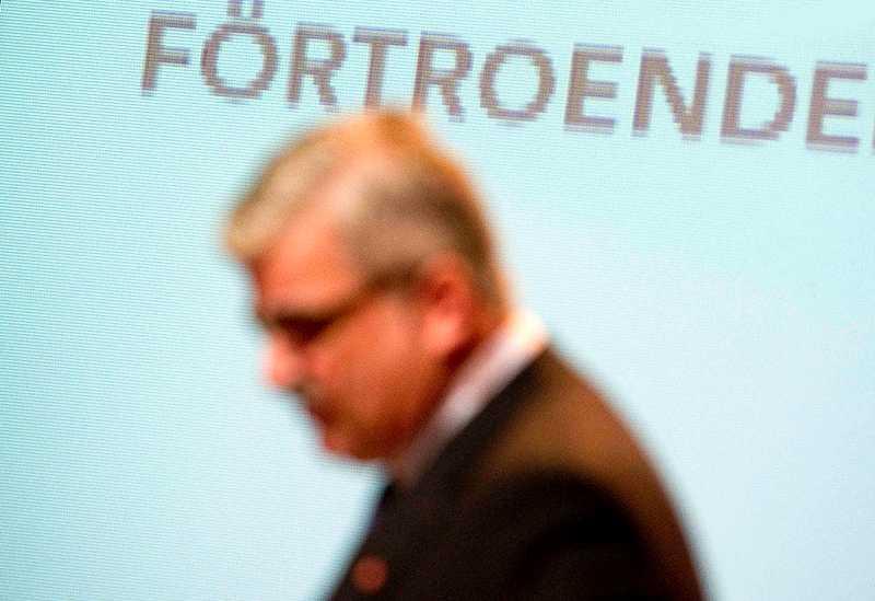 Kan han skärpa sig? Håkan Juholts förtroende suddas ut bit för bit. Bara 16 procent av väljarna har stort eller mycket stort förtroende för honom. Går det att vända trenden?