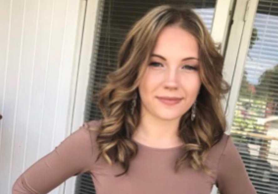 Jasmine, 16, skadades svårt i frontalkrocken.