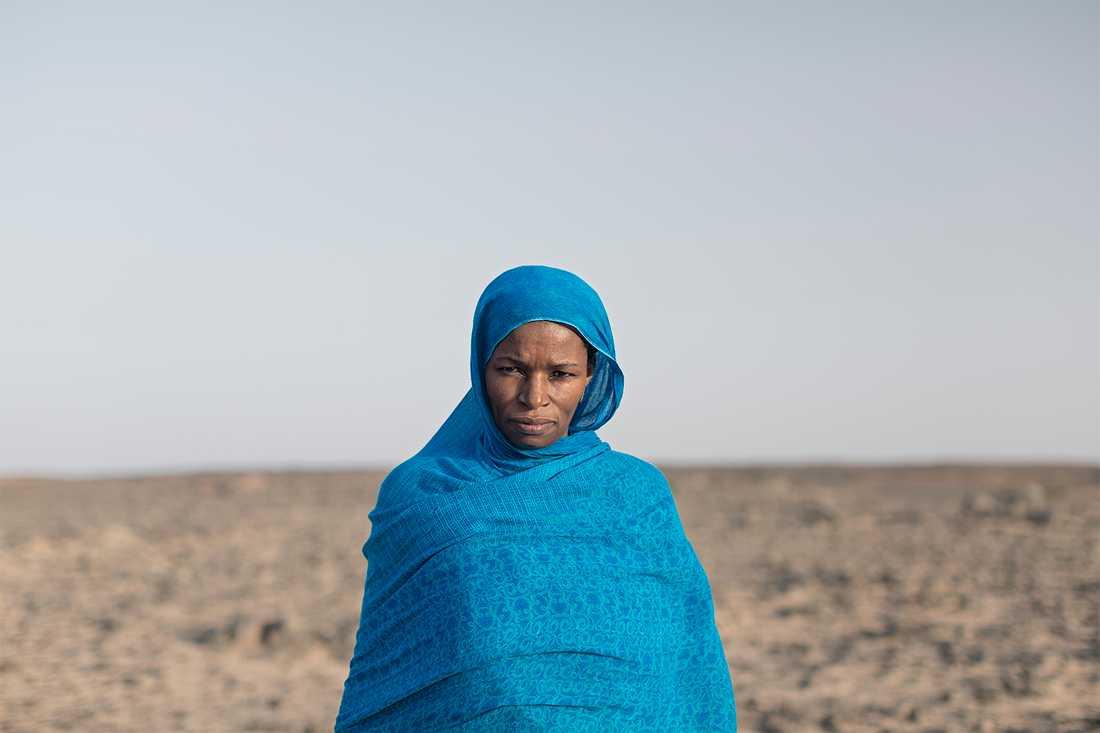 48-åriga Tasalm Albachir Hachim och hennes familj bor i nomadsamhället Tifariti i de befriade områdena. Hennes mor och syskon lever i det ockuperade Västsahara. Hon har inte träffat dem sedan 1975. Foto: Johan Persson