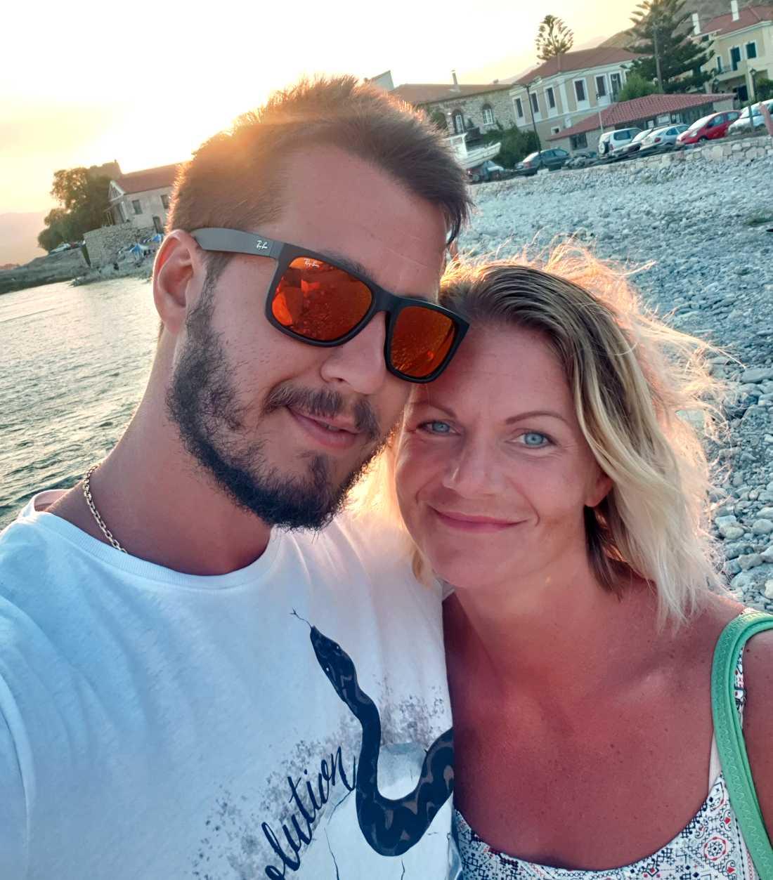Stefan Skarin, 29, tillsammans med sin fru Sofia.
