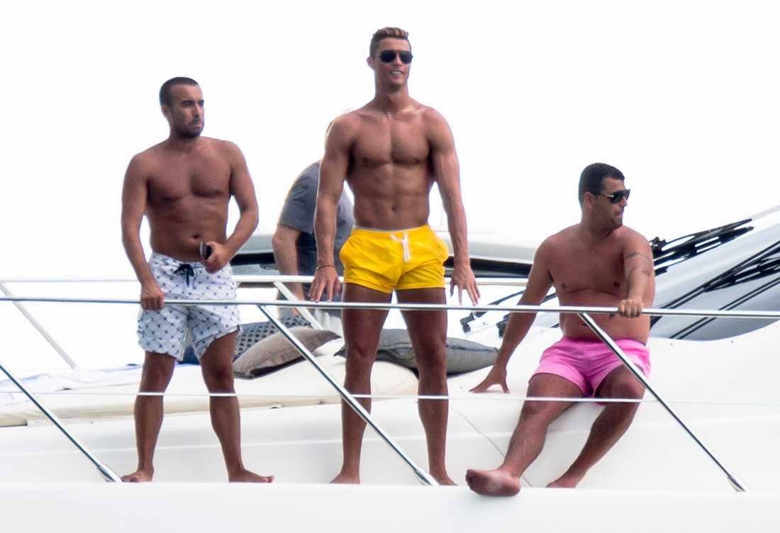 Cristiano Ronaldo visar upp sig under semestern i Miami.