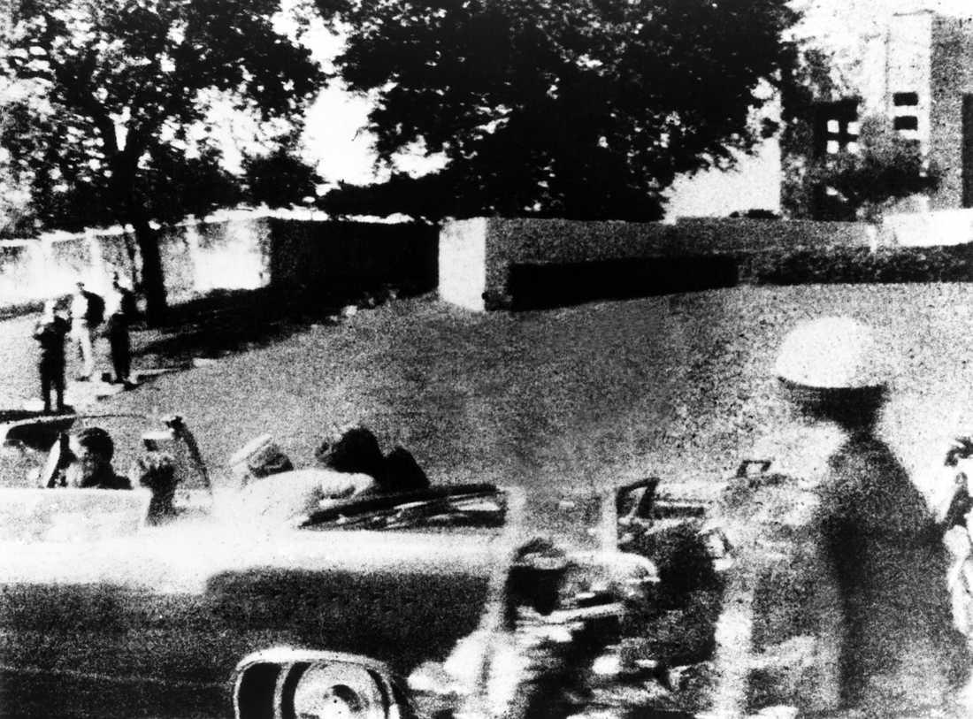 Den 22 november 1963 sköts USA:s president John F. Kennedy till döds i Dallas.
