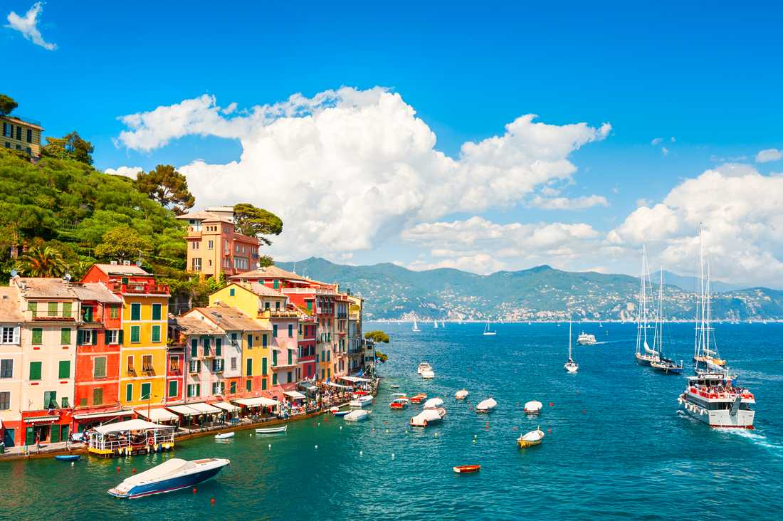 Portofino har blivit en populär destination för turister, och extra populär bland kändisar.