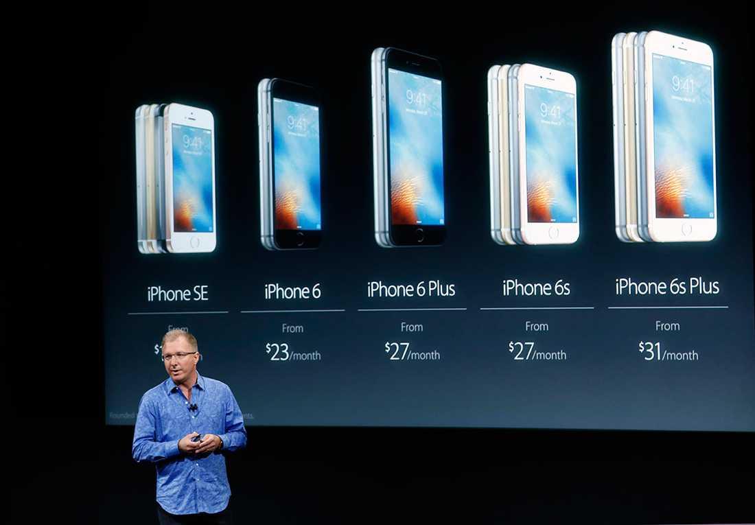 Apples vice vd Greg Joswiak presenterar den nya iPhone SE i Cupertino, Californien.