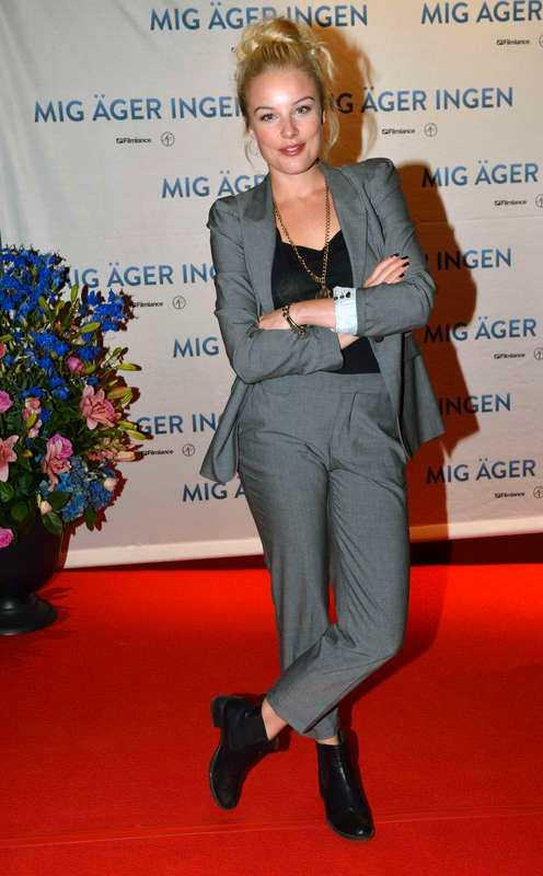 """Ida Engvoll, här på premiär för """"Mig äger ingen"""" som hon medverkar i, har huvudrollen mot Ola Rapace i en ny thriller och har dessutom provfilmat för att bli Bondbrud."""
