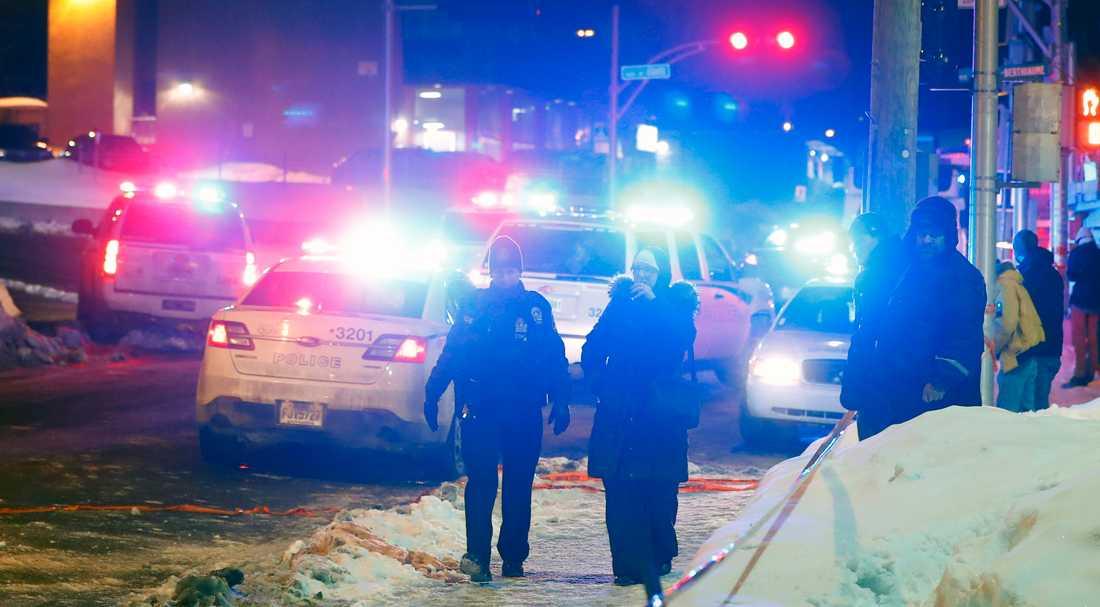 Minst sex personer sköts ihjäl under kvällsbönen i moskén i Quebec.