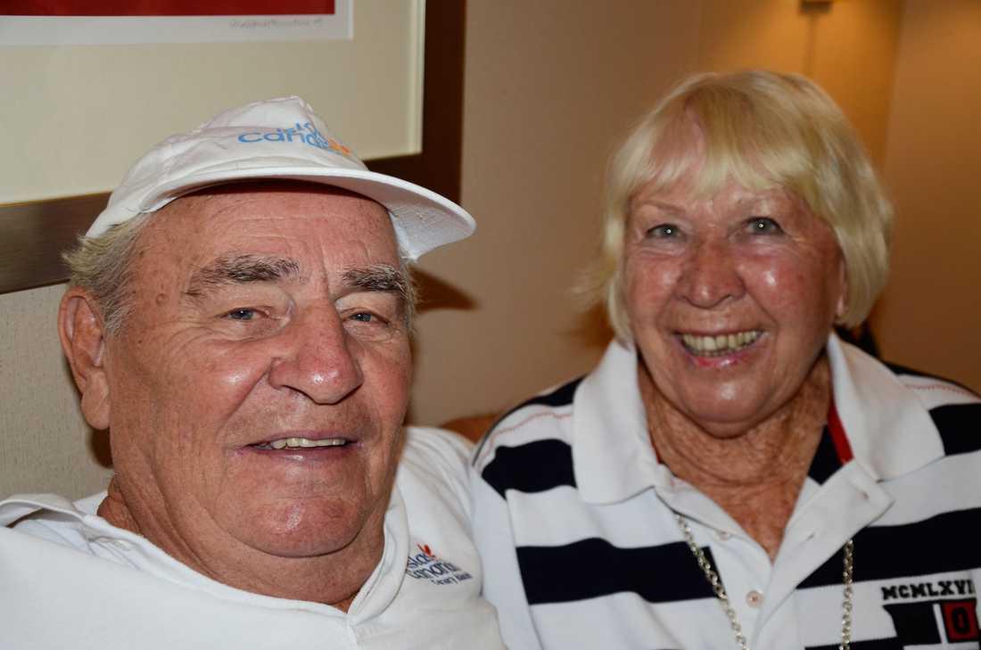 Anitha och Bertil Egnell prisar maten ombord på Silver Spirit.