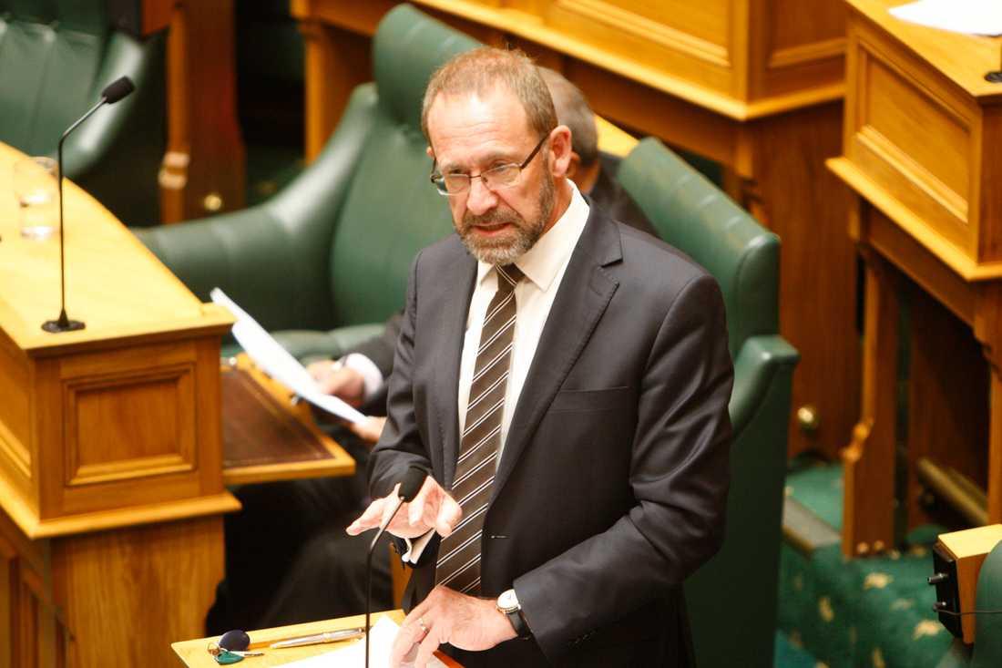 Nya Zeelands justitieminister Andrew Little har fått igenom en lag som formellt legaliserar abort.