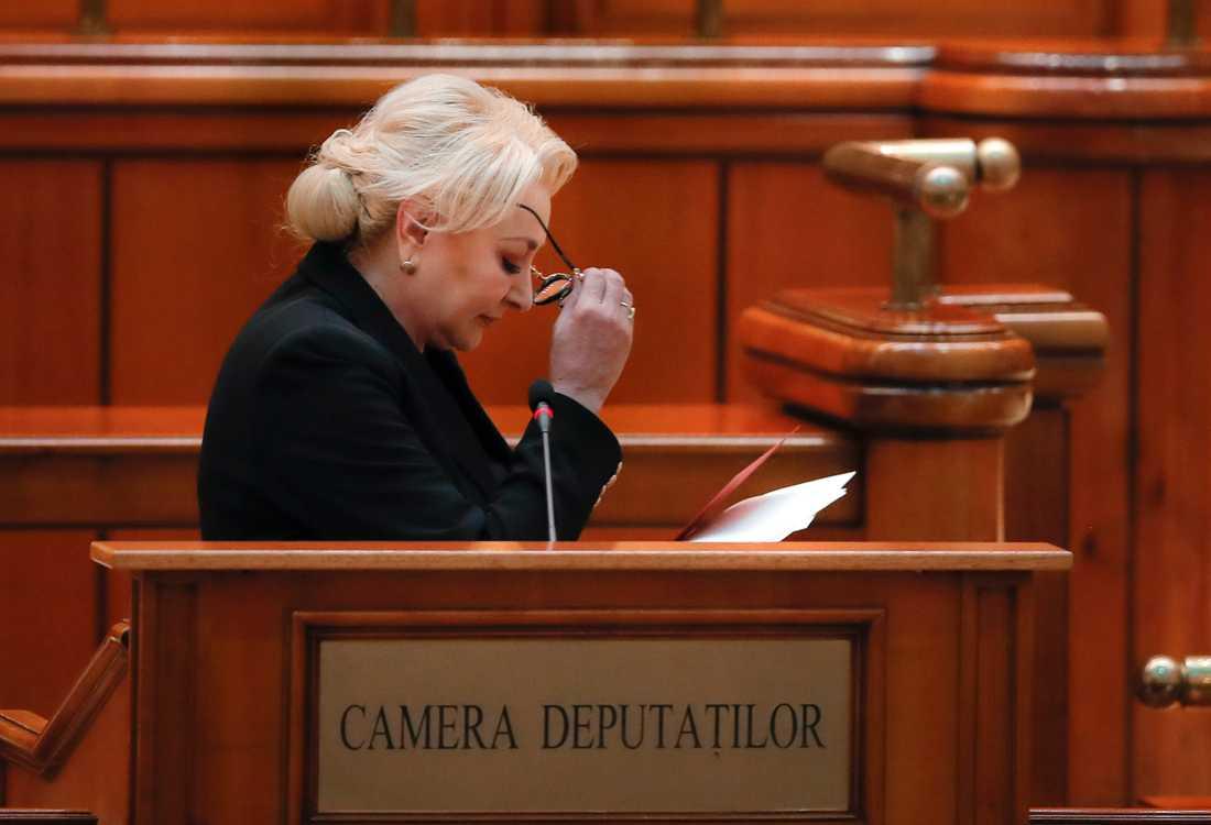 Premiärminister Viorica Dancila höll ett tal före förtroendeomröstningen i parlamentet på torsdagem, men förlorade.