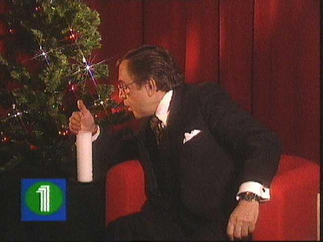 Arne Weise släcker ljuset för sista gången som julvärd i svt.