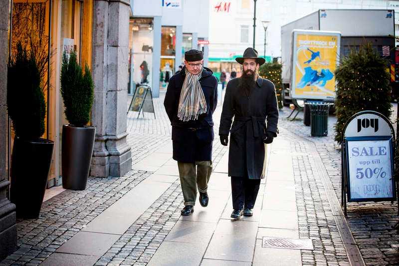 ortodox klädsel Rabbi Shneur Kesselman klär sig traditionellt, och har blivit trakasserad minst 100 gånger.