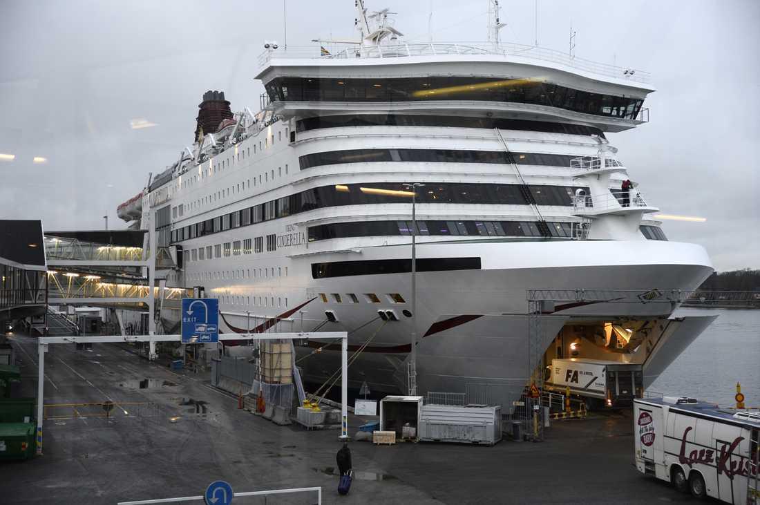 Viking Line ställer in av oro för virussmitta. Arkivbild.
