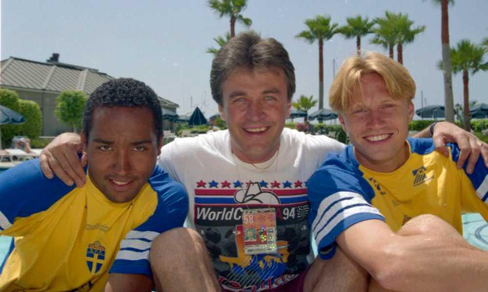 Martin Dahlin och Kennet Andersson fick en kram av Ralf Edström.