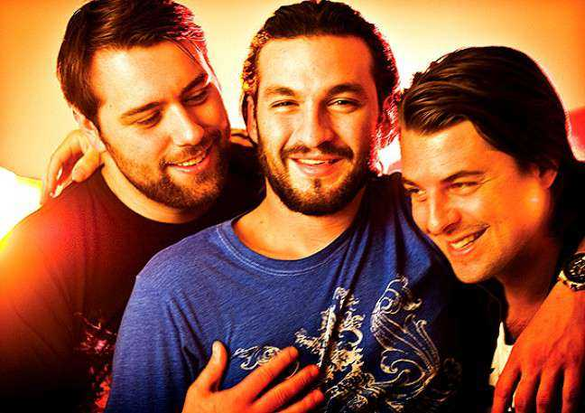 """Sebastian Ingrosso , Steve Angello och Axwell har aldrig tagit Swedish House Mafia på riktigt allvar. """"Det är en olyckshändelse egentligen. Till att börja med handlade det bara om att festa"""", säger Axwell i en intervju med tidningen Café."""